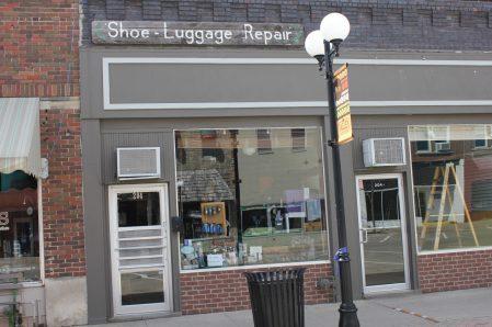 *Des Moines Shoe Repair